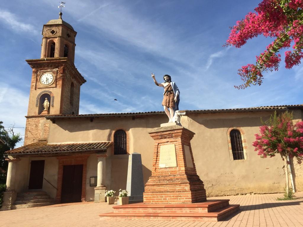 statue de St jean devant eglise St Jean de Rives